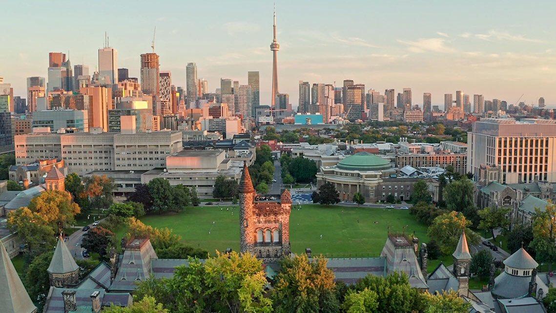 University of Toronto tọa lạc tại thành phố Toronto xinh đẹp